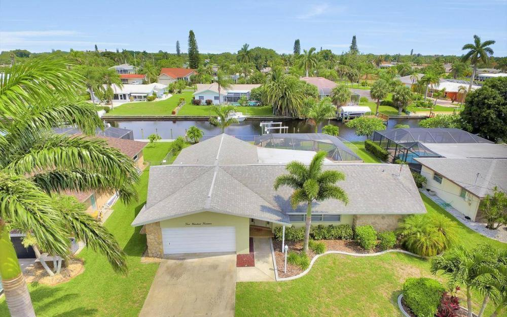 414 Avalon Dr, Cape Coral - House For Sale 999824567
