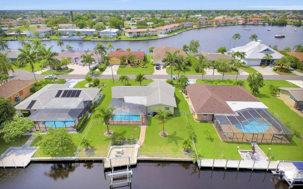 414 Avalon Dr, Cape Coral - House For Sale 545845387