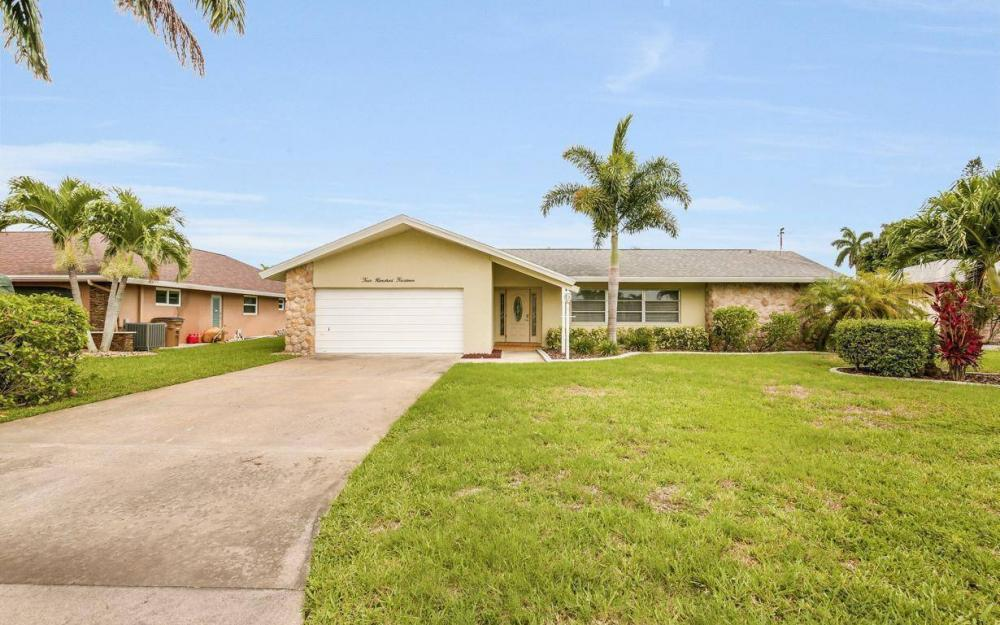 414 Avalon Dr, Cape Coral - House For Sale 1094472773