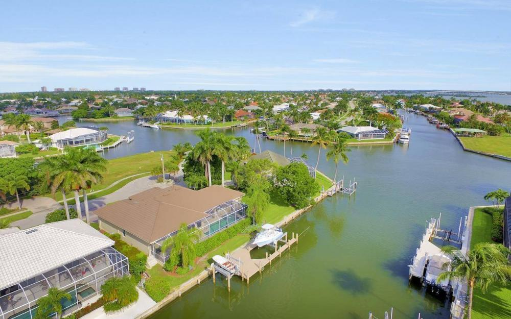 237 Windbrook Ct, Marco Island - House For Sale 630905072