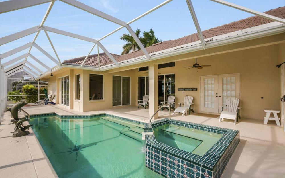 237 Windbrook Ct, Marco Island - House For Sale 38325271