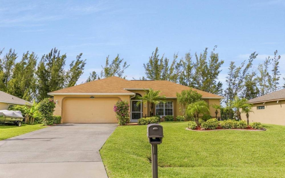 840 SW 23rd St, Cape Coral - House For Sale 172460118
