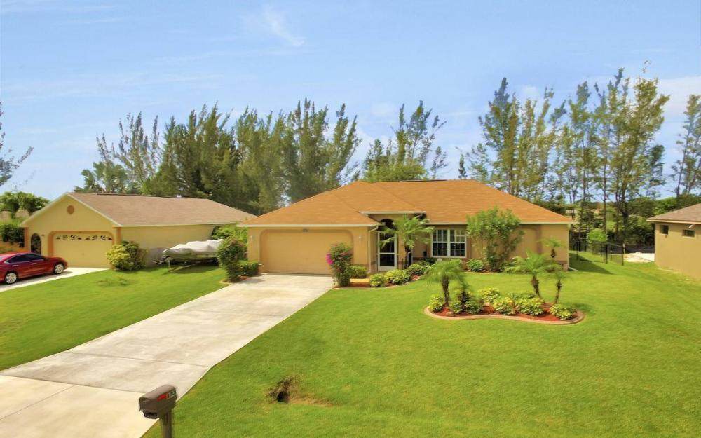 840 SW 23rd St, Cape Coral - House For Sale 300353284