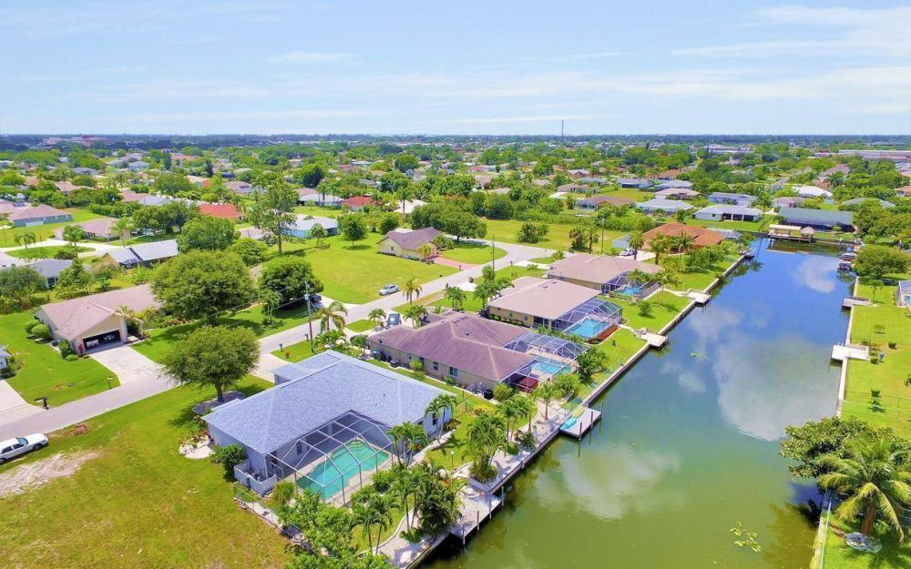 432 SE 9th Pl, Cape Coral - Home For Sale 418764854
