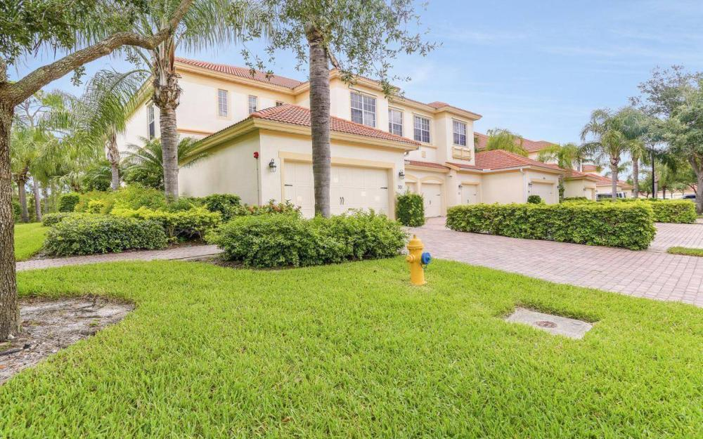 17494 Old Harmony Dr #201, Fort Myers - Home For Sale 1928825678