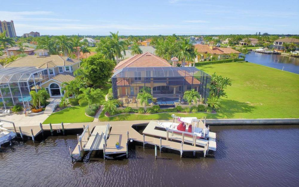 1506 Hermitage Ln, Cape Coral - Estate Home For Sale 2131628111