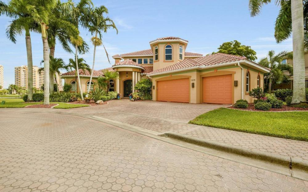 1506 Hermitage Ln, Cape Coral - Estate Home For Sale 128852393