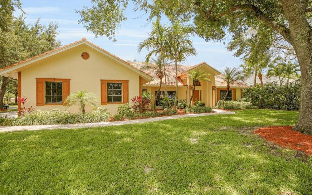 210 Monterey Dr, Naples - Home For Sale 271944730