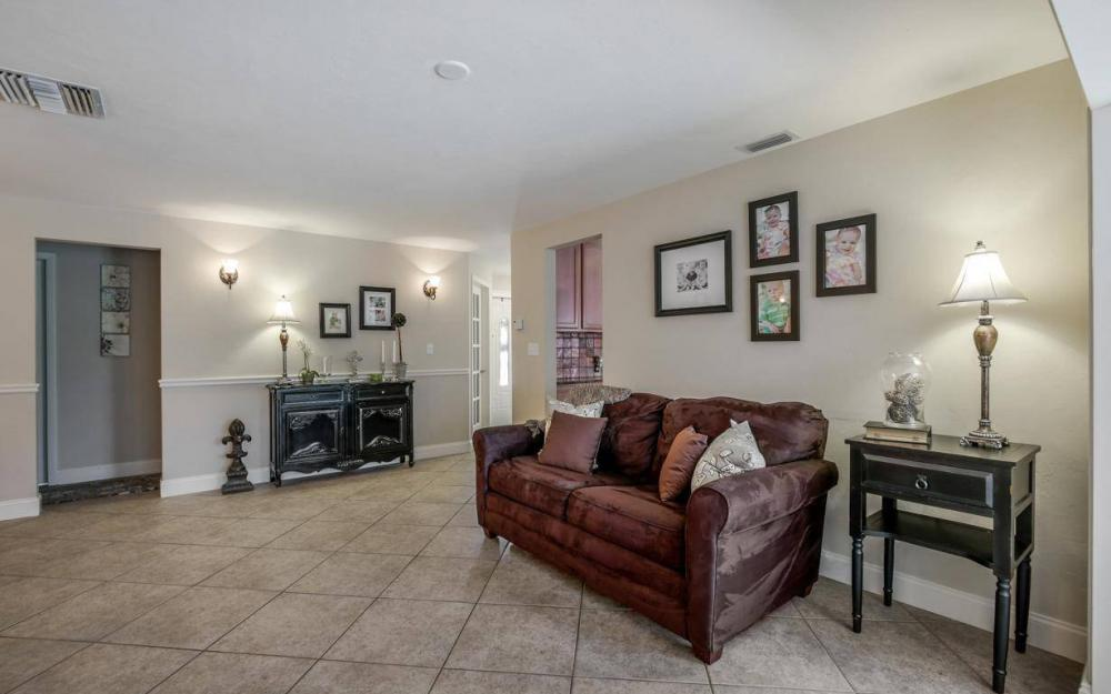 1347 Claret Ct, Fort Myers - Home For Sale 106355040