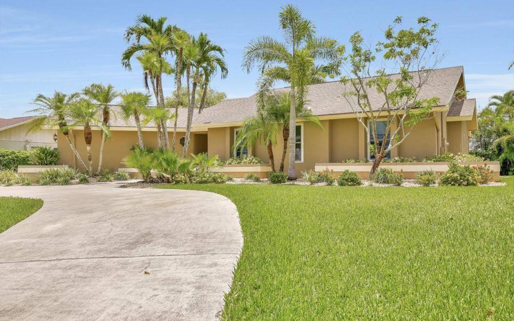 1347 Claret Ct, Fort Myers - Home For Sale 73660742