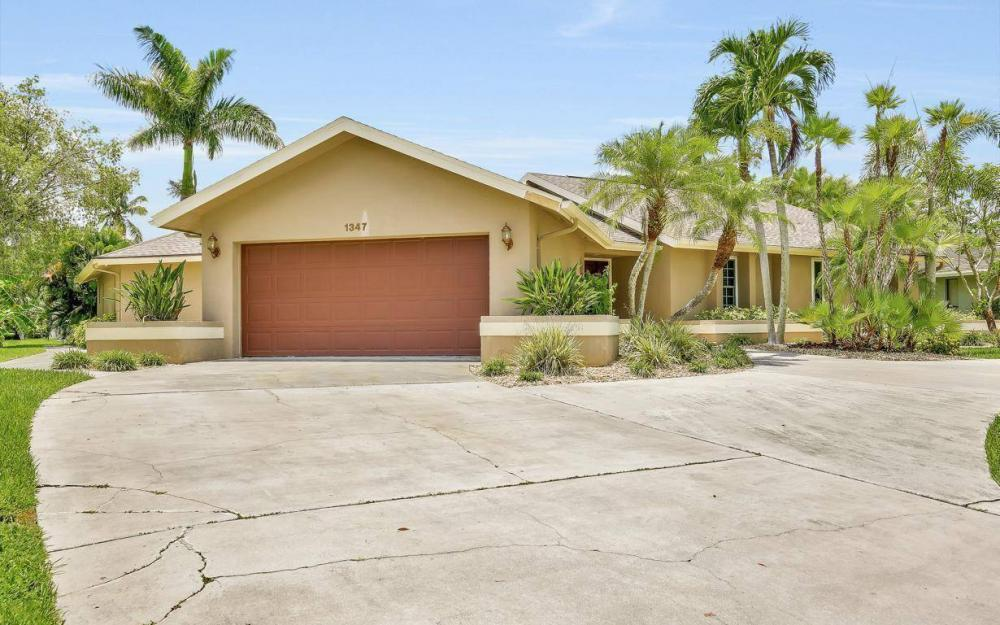 1347 Claret Ct, Fort Myers - Home For Sale 2000133506