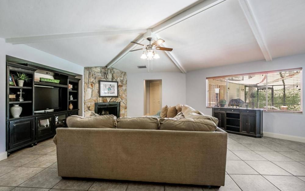 1347 Claret Ct, Fort Myers - Home For Sale 1835137605