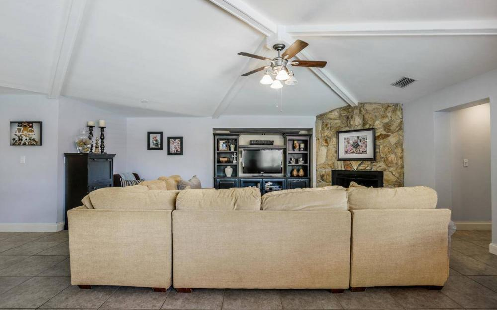 1347 Claret Ct, Fort Myers - Home For Sale 1676786772