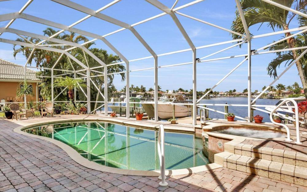 5512 Harbour Cir, Cape Coral - Estate Home For Sale 895417024