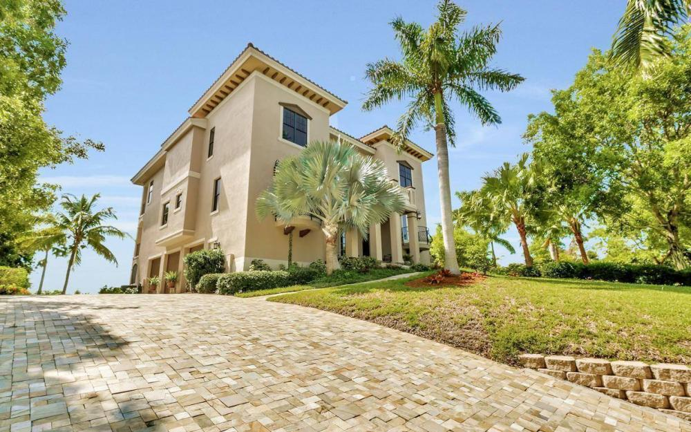 631 Inlet Dr, Marco Island - Estate Home For Sale 78820163
