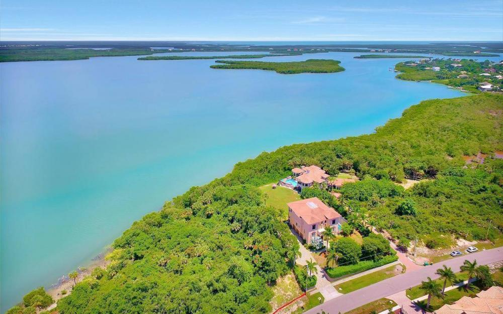 631 Inlet Dr, Marco Island - Estate Home For Sale 99912171