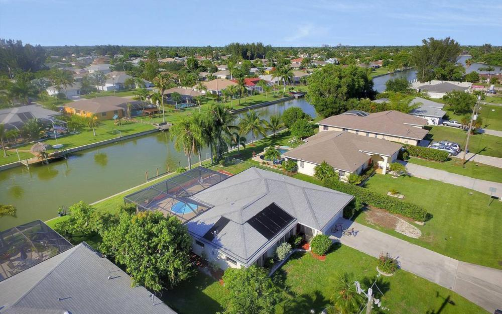 237 Aviation Pkwy, Cape Coral - Home For Sale 415389792