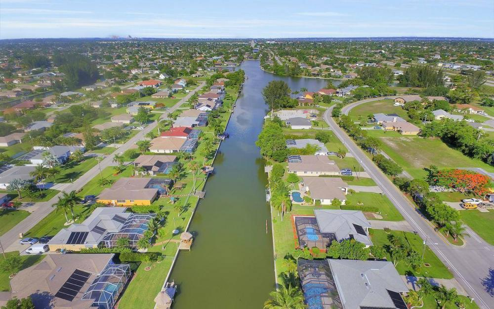 237 Aviation Pkwy, Cape Coral - Home For Sale 2078138920