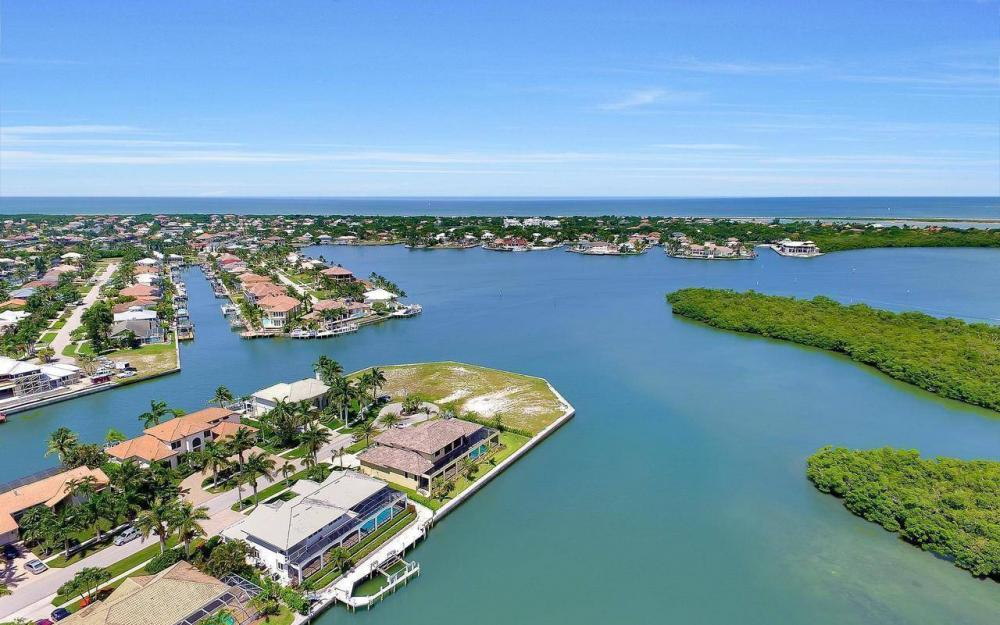 650 Rockport Ct, Marco Island - Home For Sale 312145455