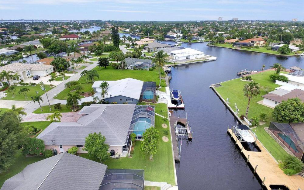 5034 Saxony Ct, Cape Coral - Home For Sale 818572758
