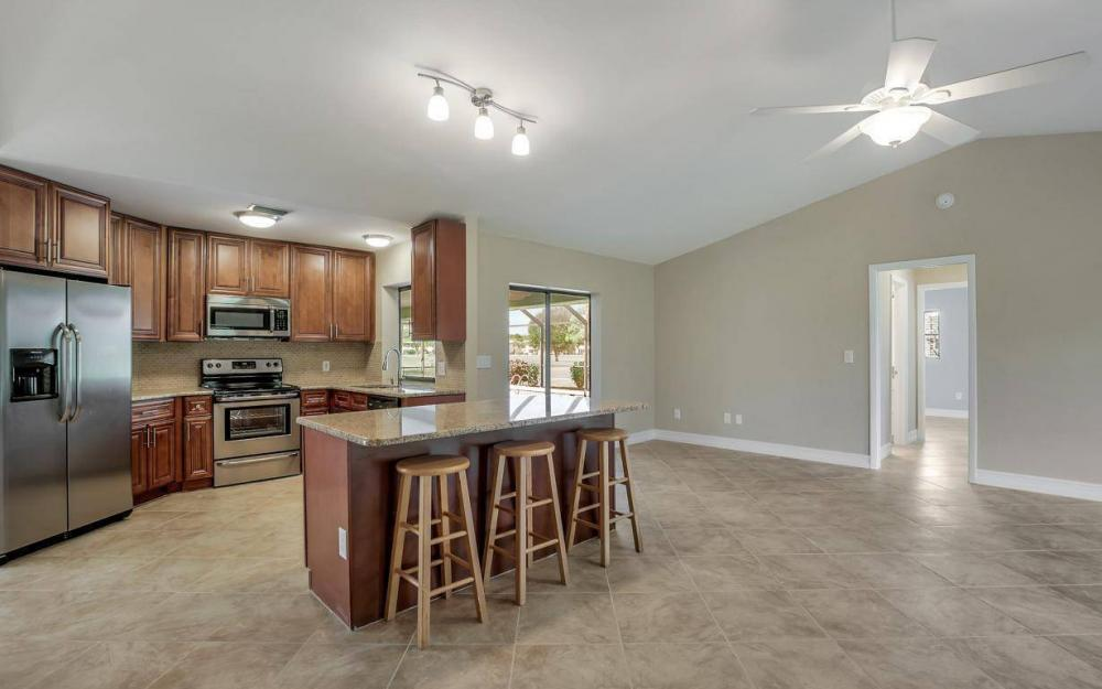 1019 SW 21st Ln, Cape Coral - Home For Sale 380955078