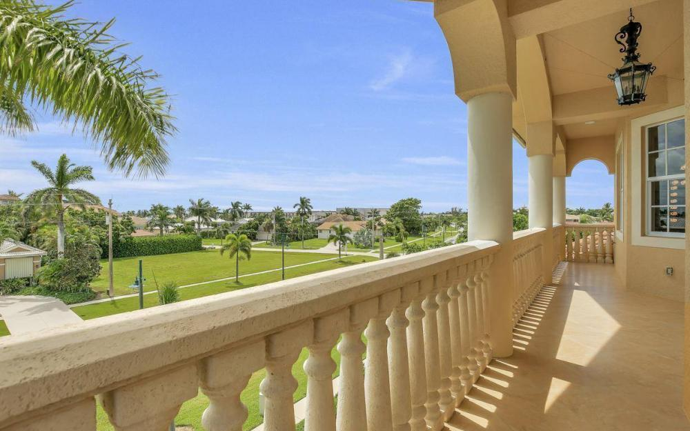 1026 Bald Eagle Dr, Marco Island - Home For Sale 223312974