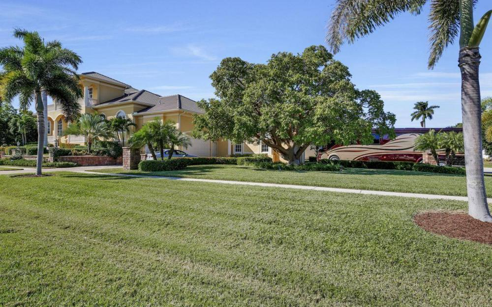 1026 Bald Eagle Dr, Marco Island - Home For Sale 98748930