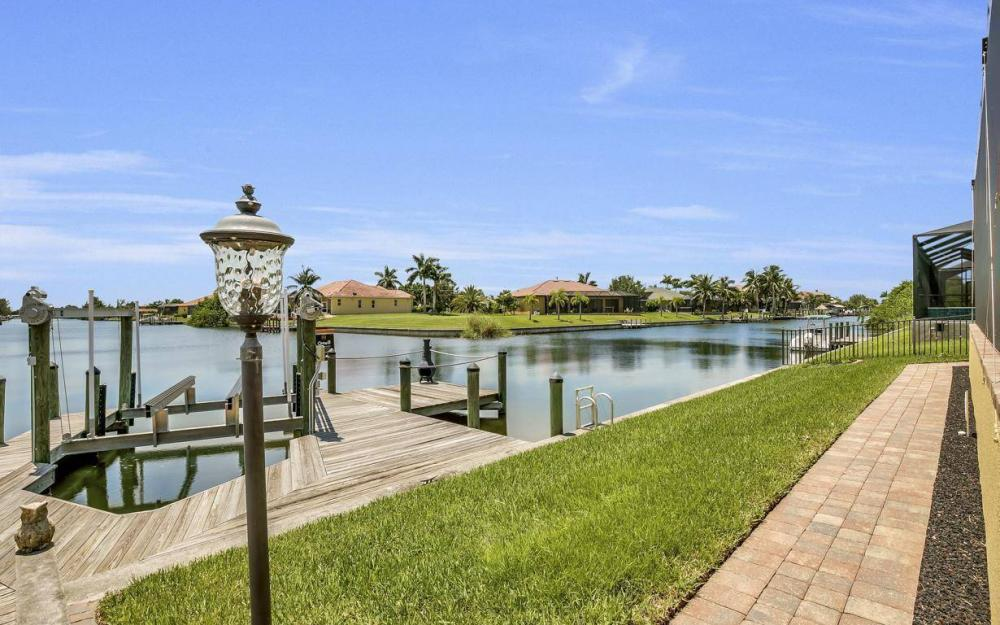 2724 Gleason Pkwy, Cape Coral - Home For Sale 324925025
