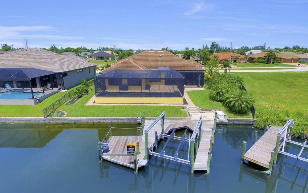 2724 Gleason Pkwy, Cape Coral - Home For Sale 720724629