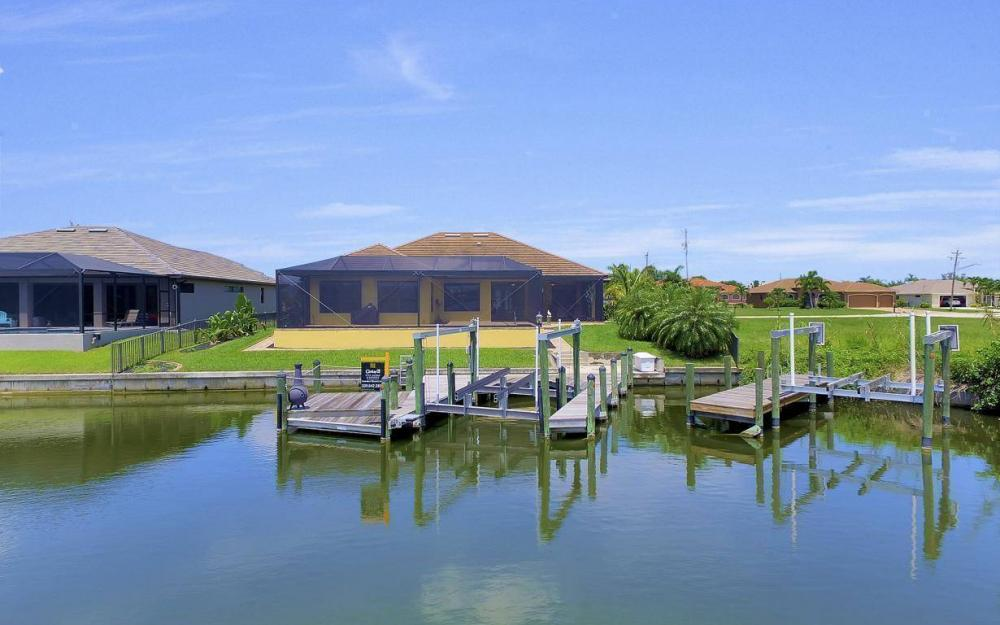 2724 Gleason Pkwy, Cape Coral - Home For Sale 2113368370