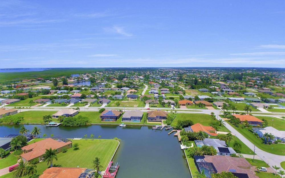 2724 Gleason Pkwy, Cape Coral - Home For Sale 495752331
