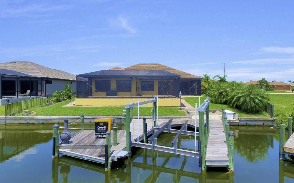 2724 Gleason Pkwy, Cape Coral - Home For Sale 442403042