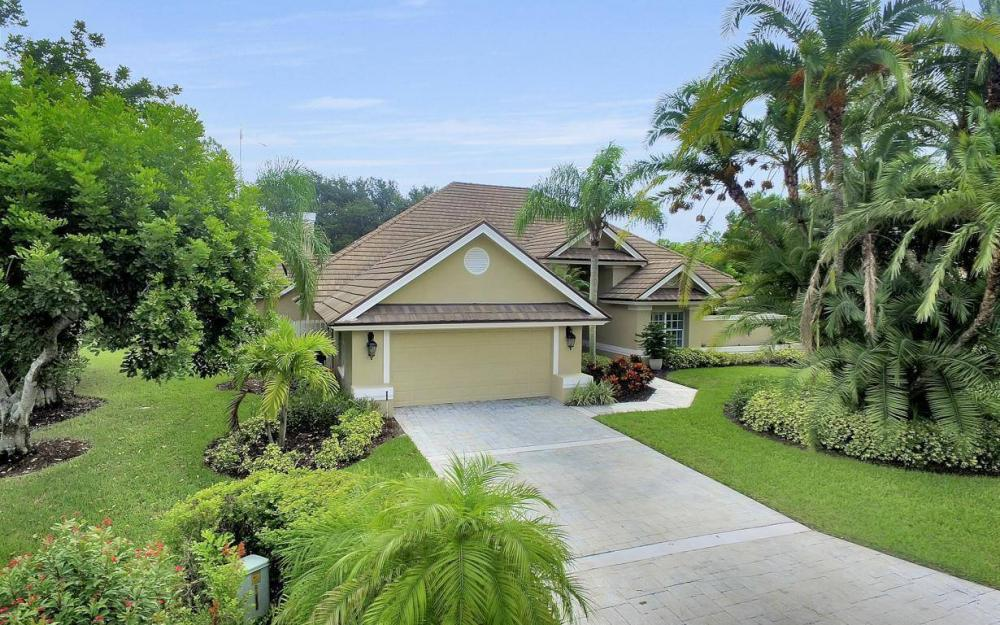 20147 Cheetah Ln, Estero - Home For Sale 114800884