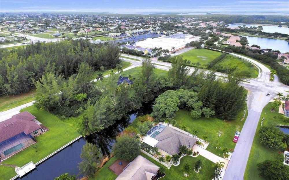2322 SW 22nd Terrace, Cape Coral - Home For Sale 201998885