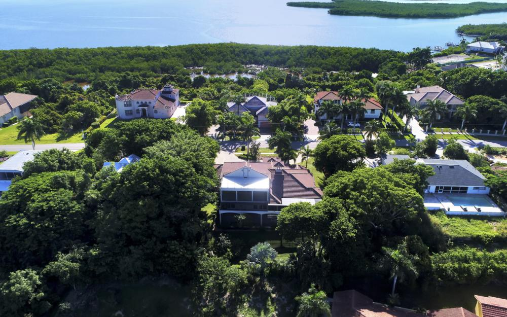 760 Inlet Dr, Marco Island - Home For Sale 136704538