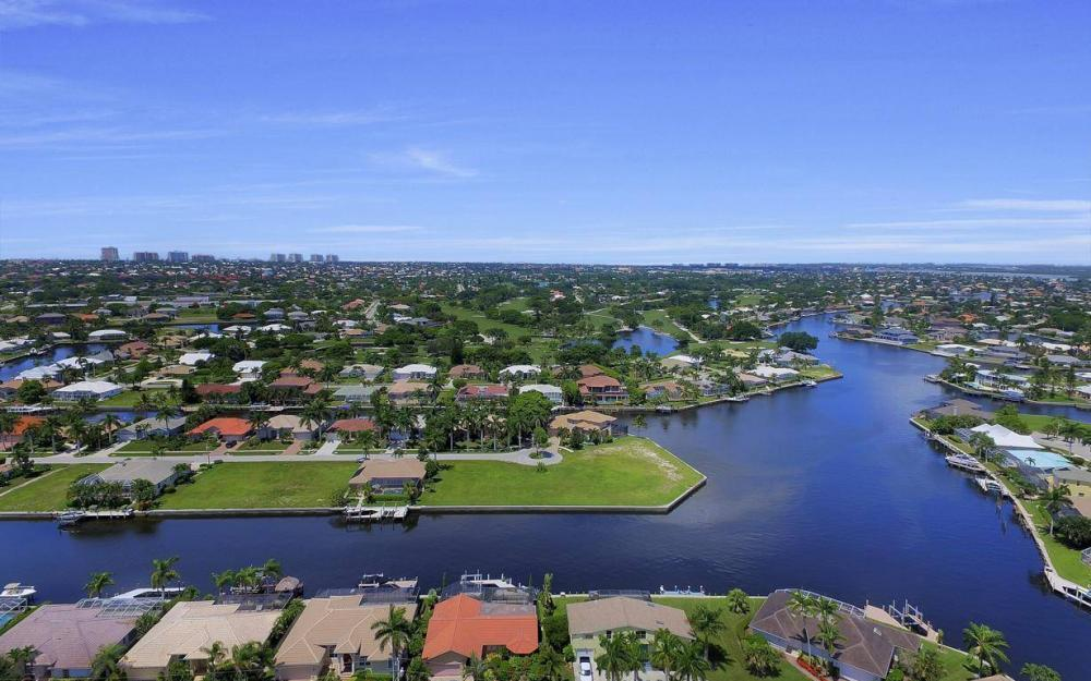 168 Shorecrest Ct, Marco Island - Home For Sale 646400613