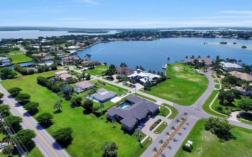 1600 Collingswood Ct, Marco Island - Home For Sale 921244674