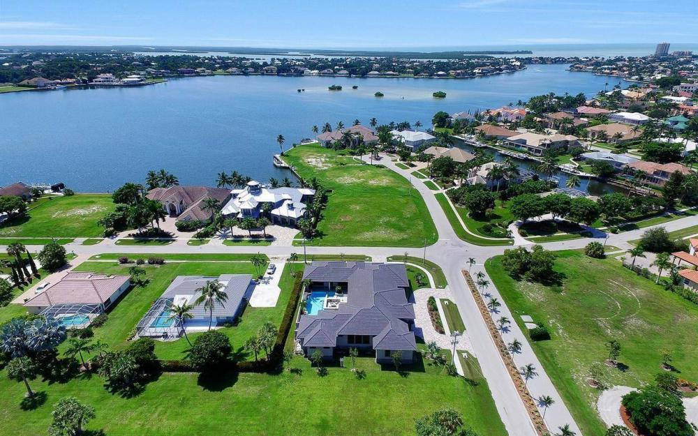 1600 Collingswood Ct, Marco Island - Home For Sale 222477738