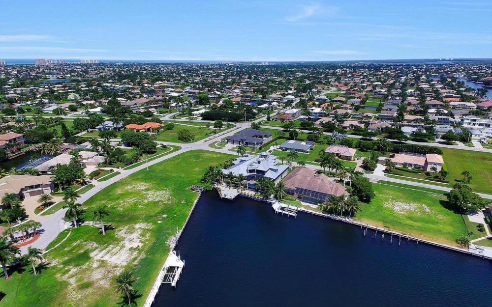 1600 Collingswood Ct, Marco Island - Home For Sale 307190048