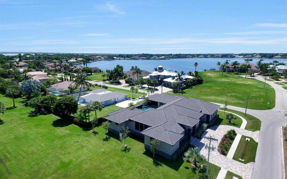 1600 Collingswood Ct, Marco Island - Home For Sale 416215363