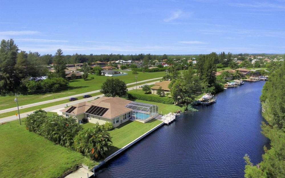 3239 Ceitus Pkwy, Cape Coral - Home For Sale 2033812792