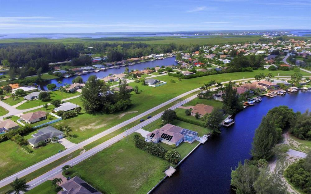 3239 Ceitus Pkwy, Cape Coral - Home For Sale 266207736