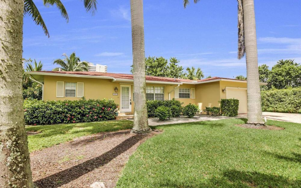 220 W Flamingo Cir, Marco Island - Home For Sale 231063994
