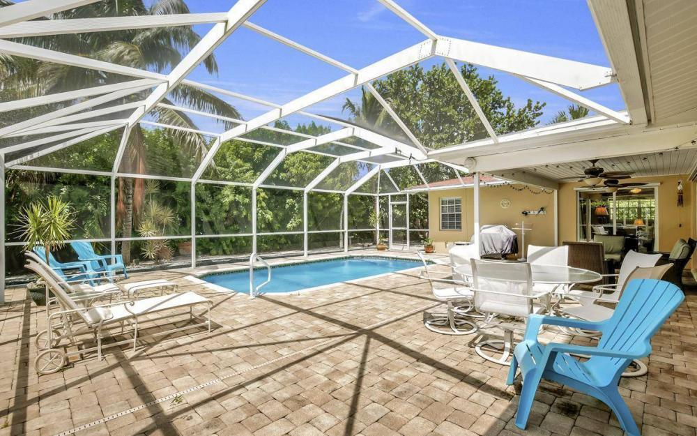 220 W Flamingo Cir, Marco Island - Home For Sale 537888275