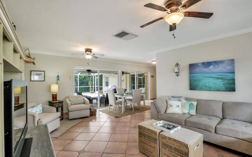 220 W Flamingo Cir, Marco Island - Home For Sale 2052567790