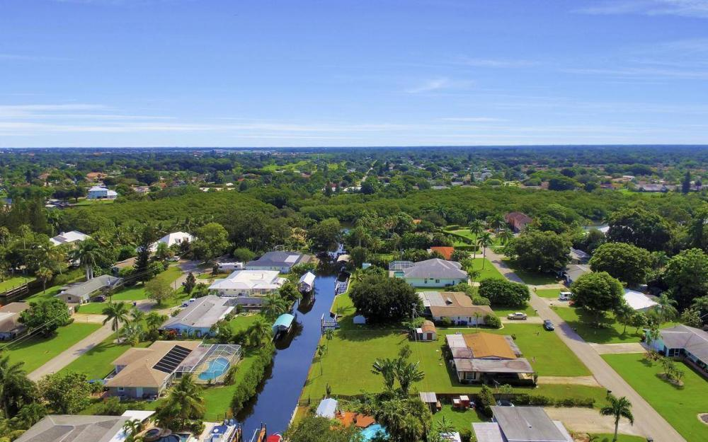 1019 Sumica Dr, Fort Myers - Home For Sale 408320265
