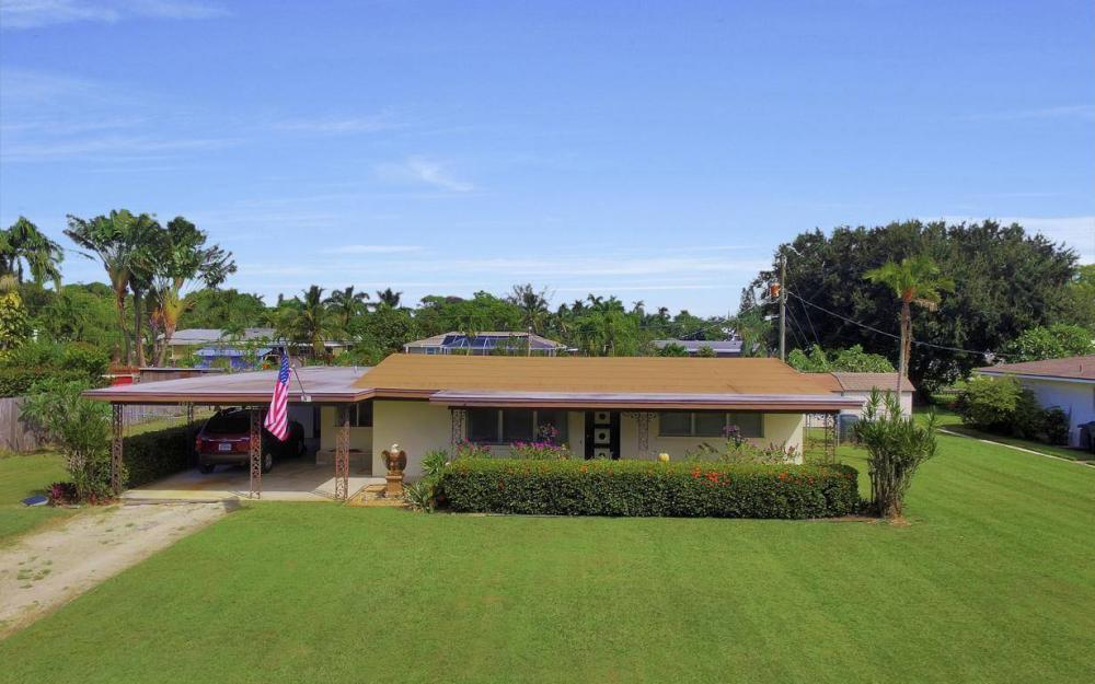 1019 Sumica Dr, Fort Myers - Home For Sale 710060637