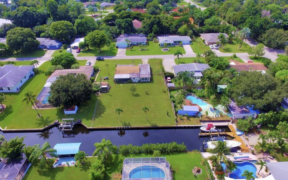 1019 Sumica Dr, Fort Myers - Home For Sale 9956323
