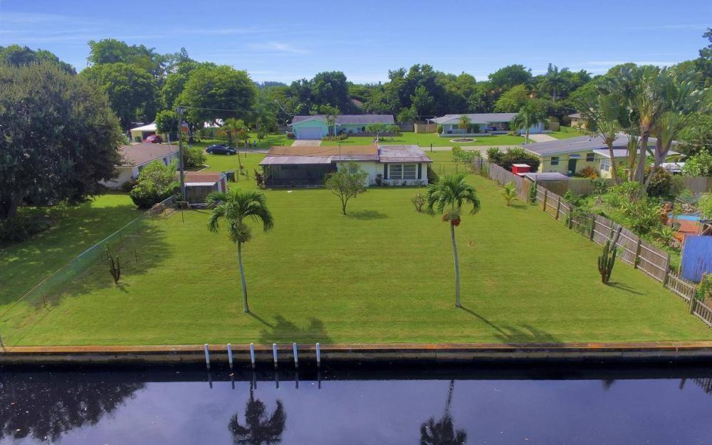 1019 Sumica Dr, Fort Myers - Home For Sale 50301879