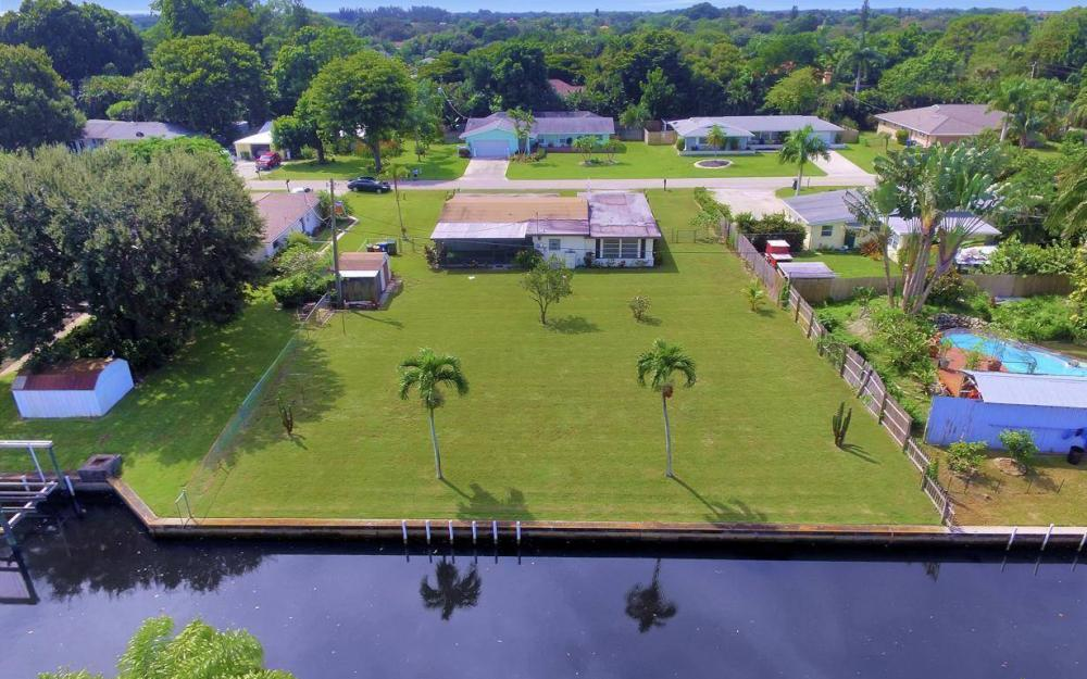 1019 Sumica Dr, Fort Myers - Home For Sale 1003020968